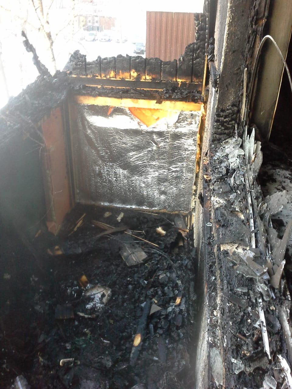 В Казани в результате пожара в пятиэтажке сгорели два балкона
