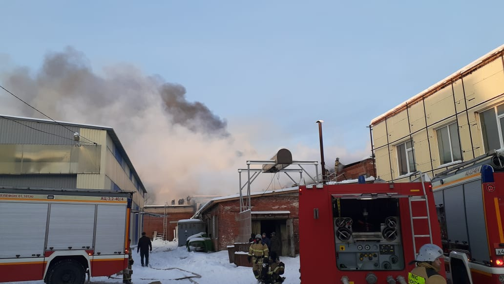 В Приволжском районе Казани загорелся склад