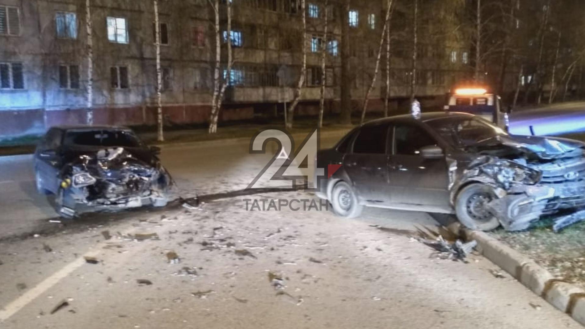 Девушку госпитализировали с травмами после серьезной аварии в Казани
