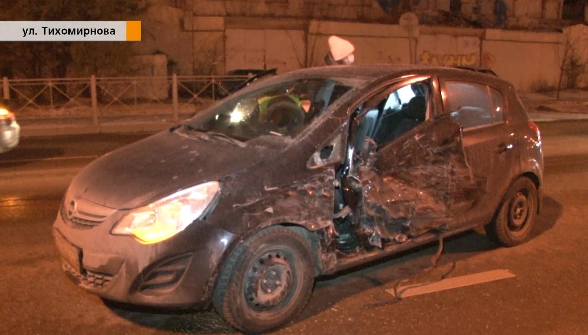 Три машины столкнулись на улице Тихомирнова в Казани