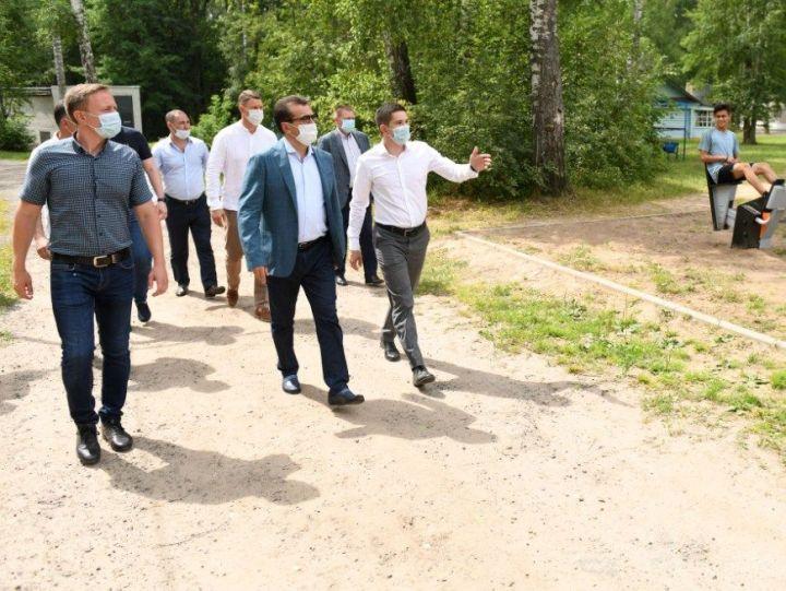 Ильсуру Метшину представили проект капремонта лагеря «Молодая гвардия», который был построен в 1932 году