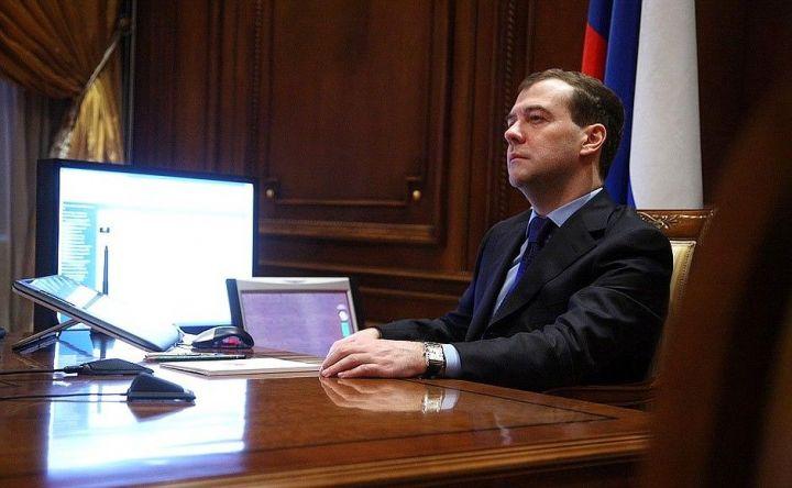 Медведев не исключил введения в РФ обязательной вакцинации от COVID-19