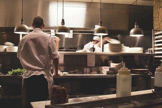 В Татарстане рестораны, бары и кафе официально могут работать после полуночи