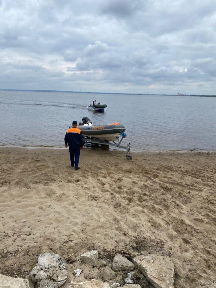 В Казани спасли перевернувшегося на лодке мужчину