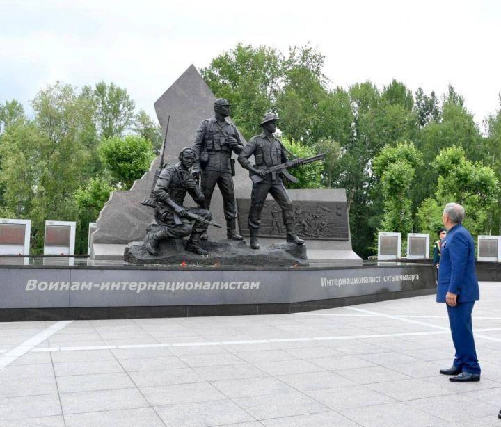 Минниханов открыл памятник воинам-интернационалистам в Казани