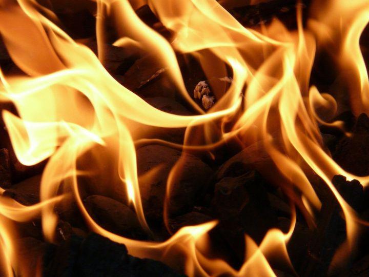 В Челнах во время пожара спасли восемь человек