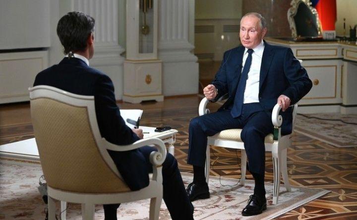 «Вы затыкаете мне рот»: Путин осадил американского журналиста во время интервью