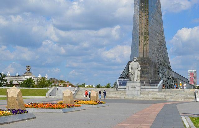 Эксперт: самые «богатые» пенсионеры в России - это космонавты и чиновники