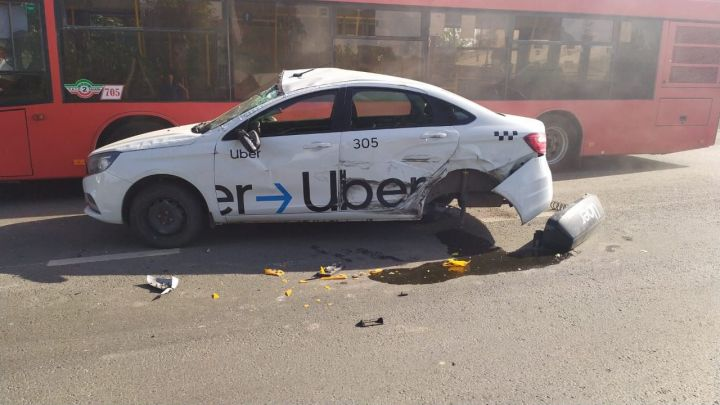 В Казани водитель пытался избежать наезда на собаку и спровоцировал ДТП с такси