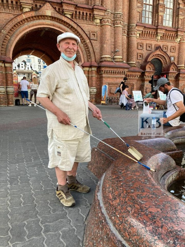 Казанский пенсионер собирает монеты в фонтанах из-за маленькой пенсии