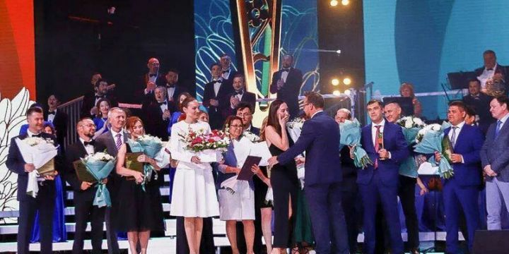 В Казани врач РКБ сделал предложение руки и сердца на премии «Ак Чэчэклер»