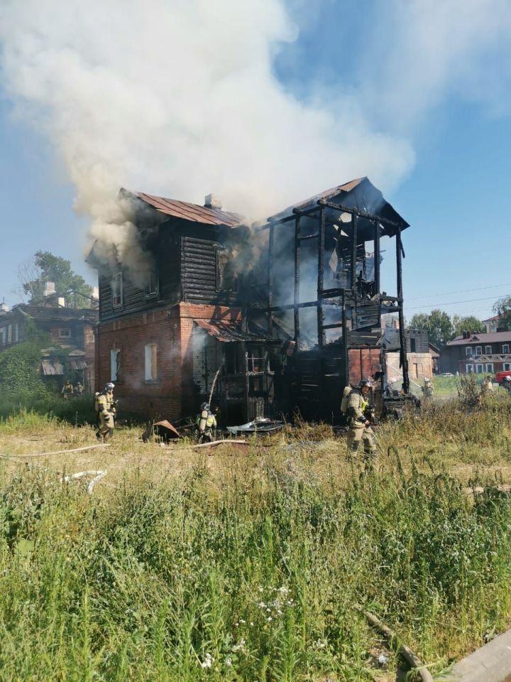 В Зеленодольске снова горит дом в историческом квартале «Полукамушки»