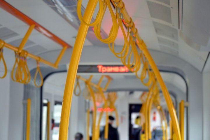 Накануне в общественном транспорте Казани упали женщина и коляска с ребенком