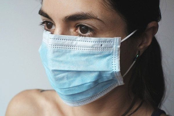 Ученые назвали симптом COVID-19 у прошедших вакцинацию