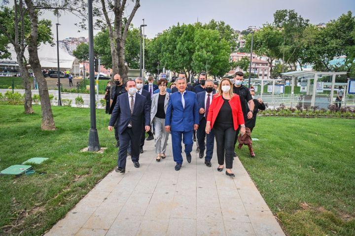 Минниханов посетил сквер имени Габдуллы Тукая в Стамбуле