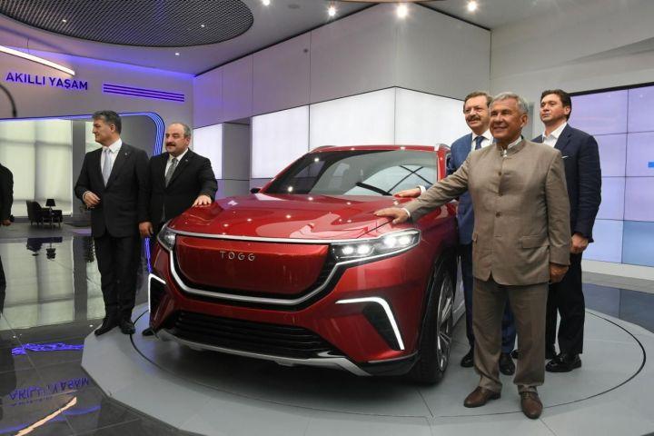Минниханову показали первый отечественный электромобиль Турции – TOGG.
