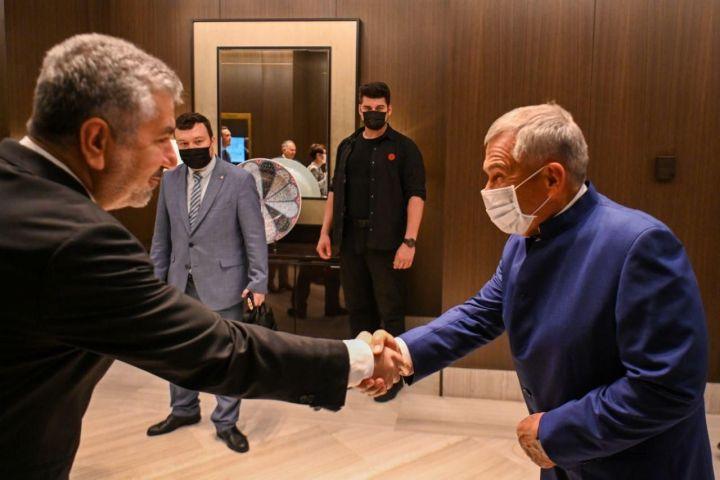 Минниханов в Турции встретился с производителями продукции машиностроения