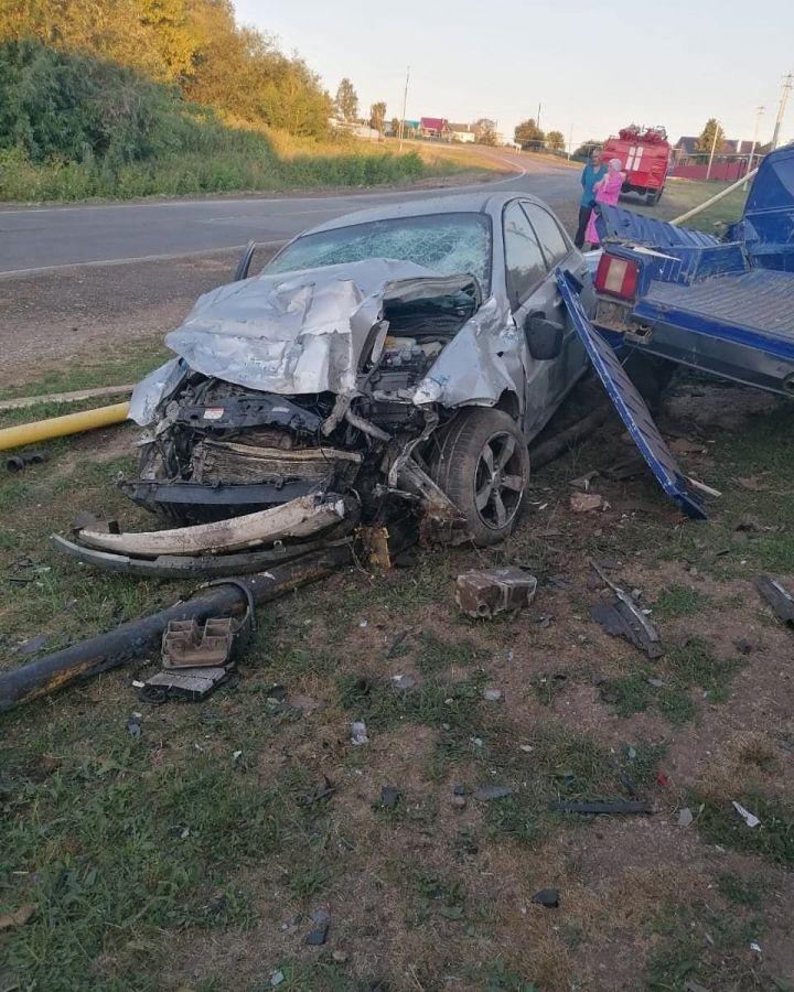 В Кукморском районе авто влетело в припаркованную легковушку, задев газовую трубу