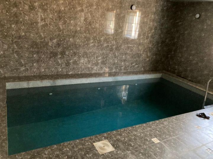 В Татарстане мужчина скончался в бассейне от удара током