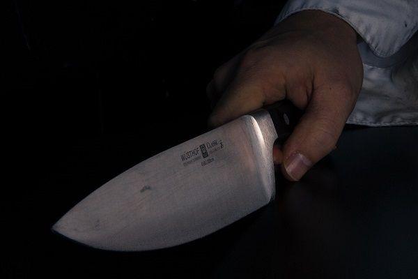 В Казани мужчина ударил ножом женщину, которая отказалась дать ему сигарету