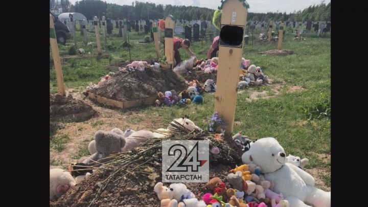 Игрушки, которые приносили к мемориалу у 175 гимназии, не сожгли