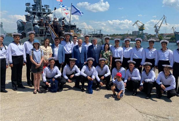 Мэр Челнов поздравил моряков Черноморского флота из Татарстана