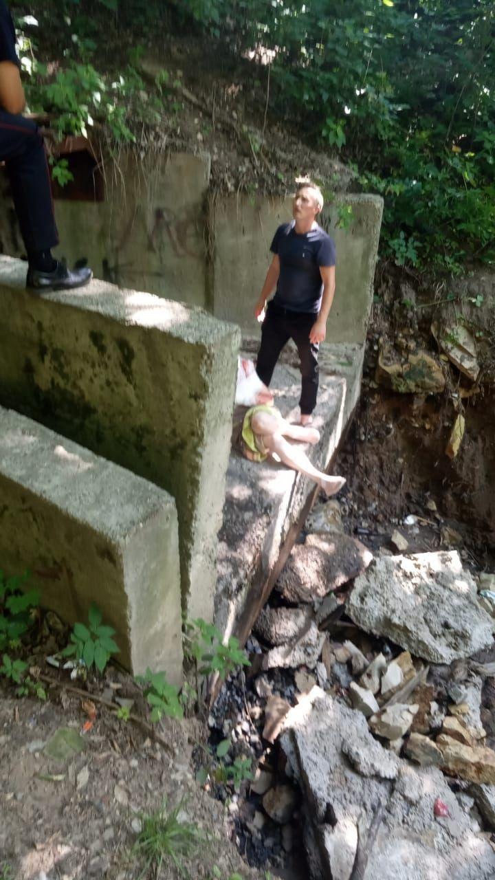 В Горкинско-Ометьевском лесу Казани пенсионерка упала в овраг