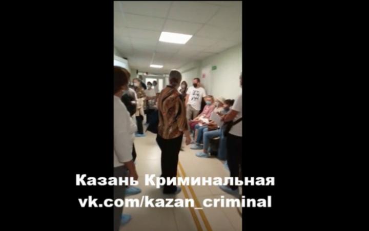 «Самая ужасная поликлиника»: в Казани толпа пациентов устроила скандал с медперсоналом