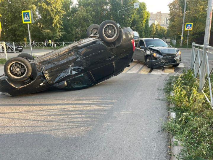 В Казани результате столкновения двух «Лад» пострадала девушка