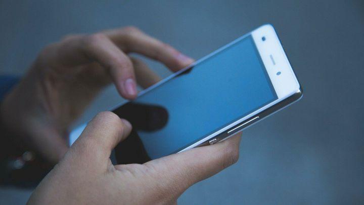 Жительница Альметьевска скачала на смартфон приложение и потеряла деньги