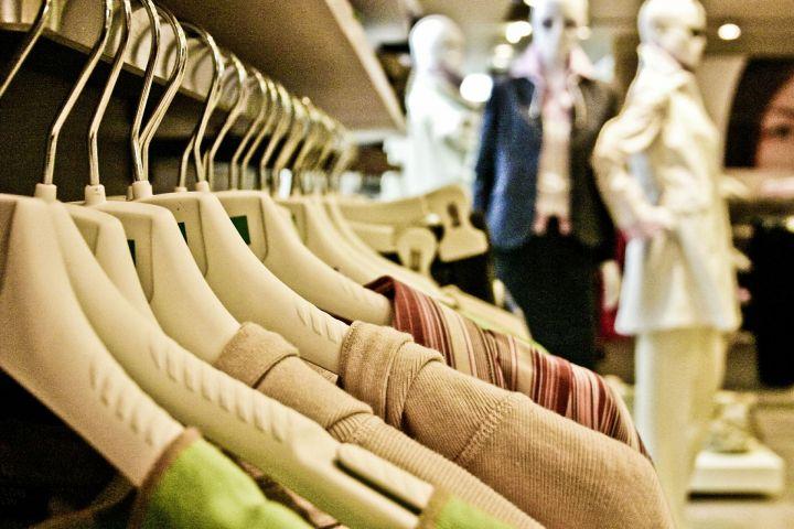 Россияне стали тратить больше средств на покупку одежды