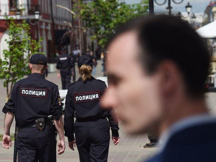 В Челнах дали условку пьяному мужчине, прокатившему на капоте авто полицейского