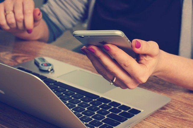 Жительница Казани нашла в телефоне парня интимные фото бывшей и выложила их в сеть
