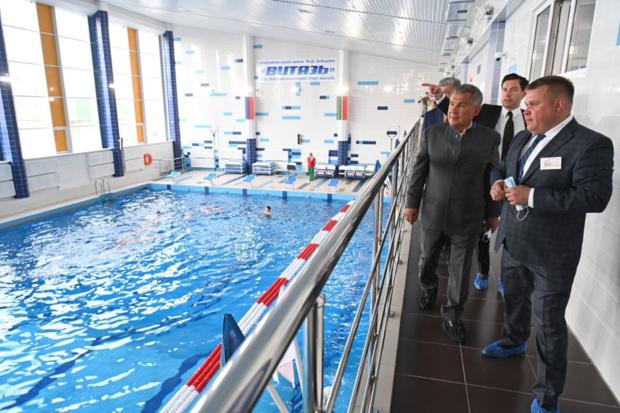 Минниханов посетил отремонтированный бассейн «Дулкын» в спортивной школе «Витязь»