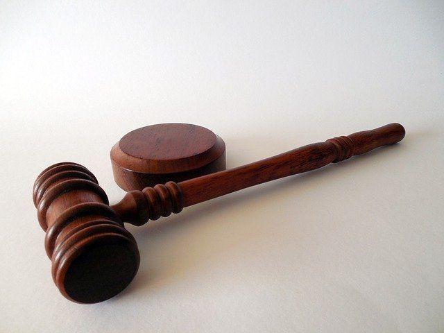 В Татарстане судебный пристав закрыла глаза на дела должников