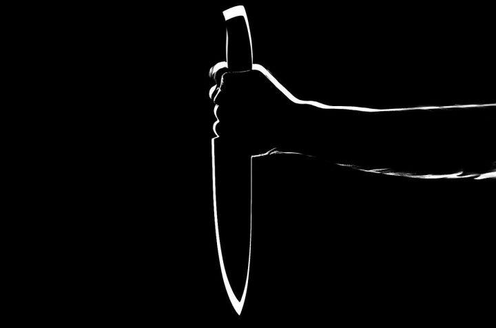 В Татарстане пьяная женщина два раза ударила ножом своего сожителя