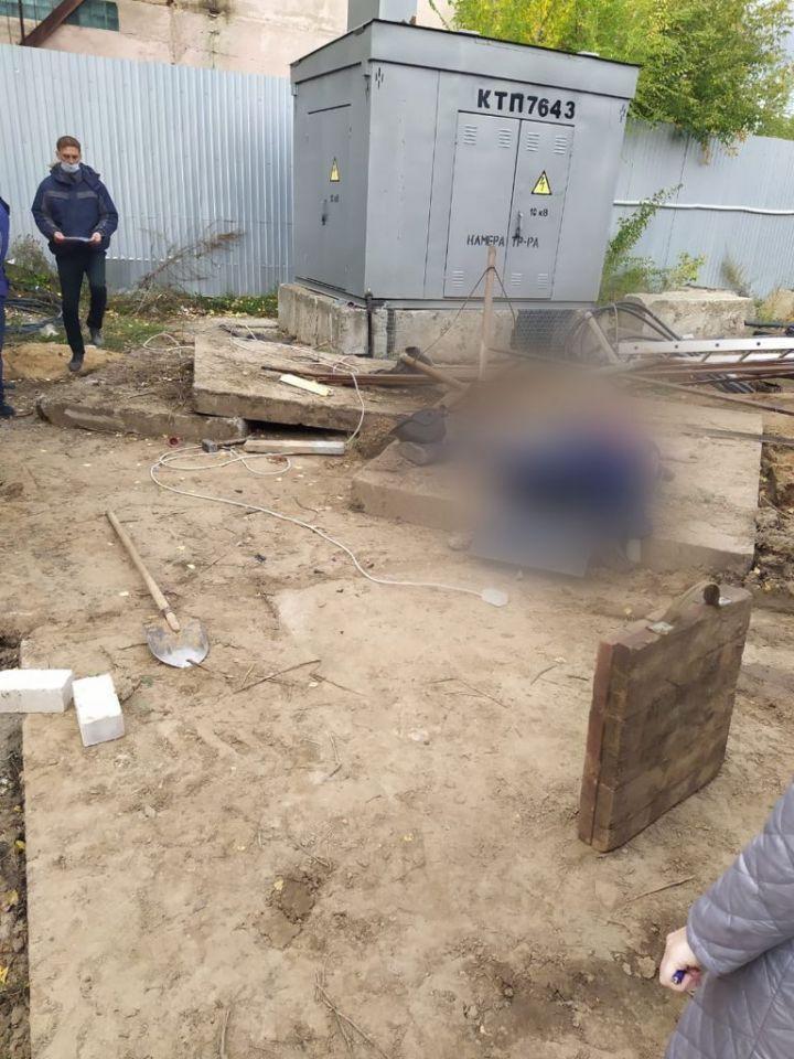 В Казани на рабочих упало бетонное ограждение, один из них скончался на месте