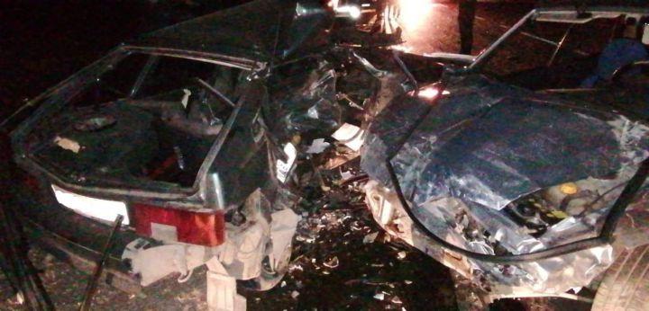 В Татарстане столкнулись легковушки— двое водителей умерли до приезда скорой