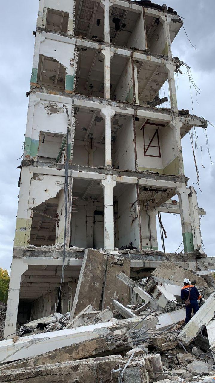 Один человек погиб и один пострадал при обрушении здания в Казани