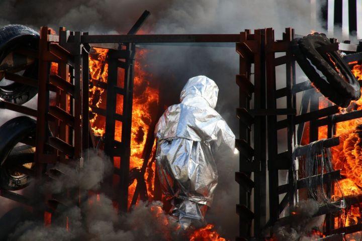 В казанском аэропорту потушили загоревшийся самолет