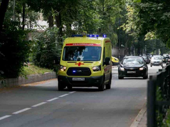 В Казани иномарка сбила ребенка, катавшегося на самокате