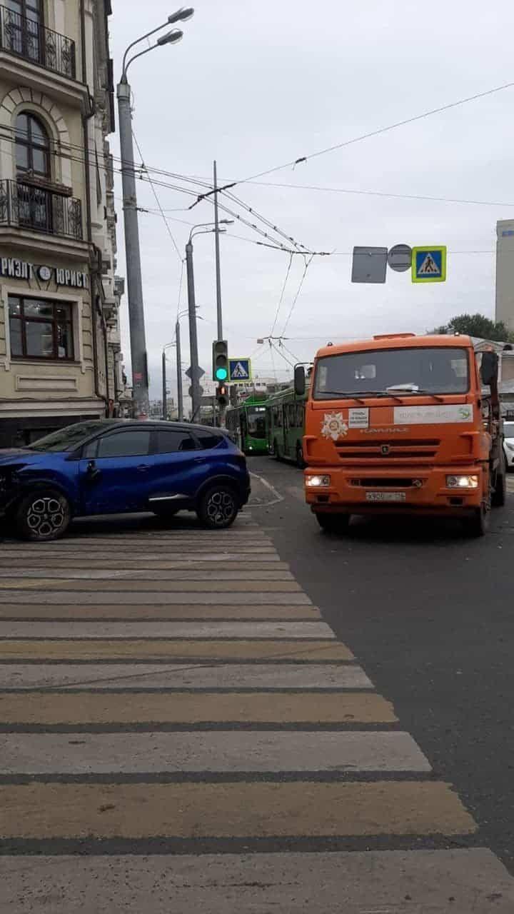 В Казани из-за аварии встали троллейбусы