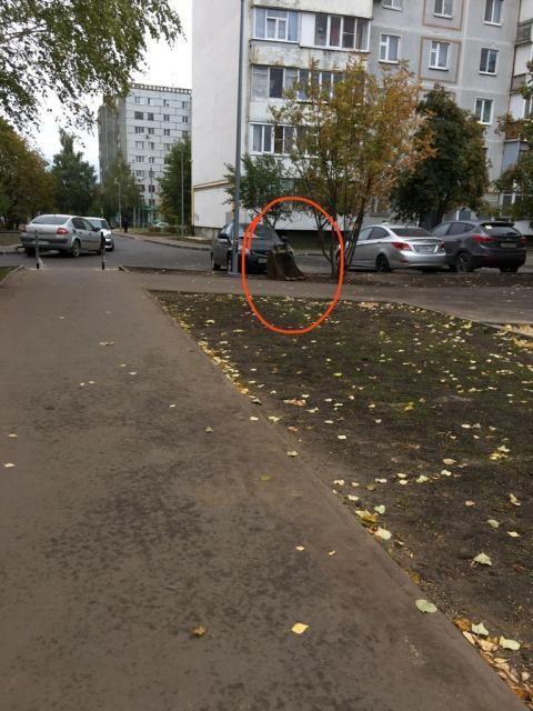 В Казани рабочие, завершив ремонт дороги, бросили во дворе ковш экскаватора