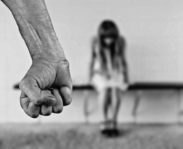 В Челнах мужчина подозревается в неоднократном изнасиловании падчерицы