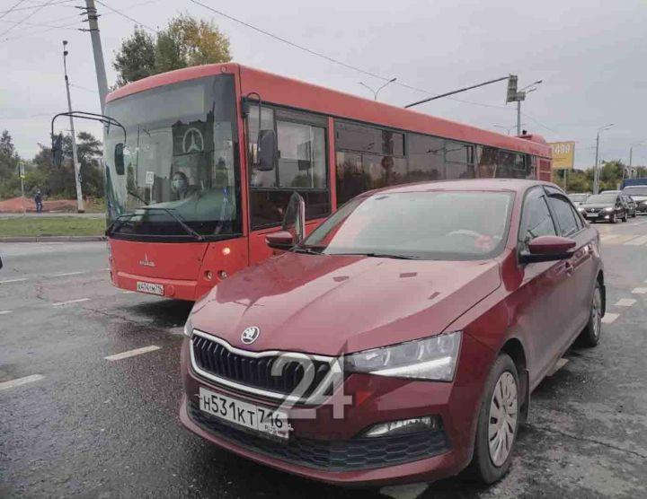 В Казани из-за ДТП с автобусом образовалась большая пробка