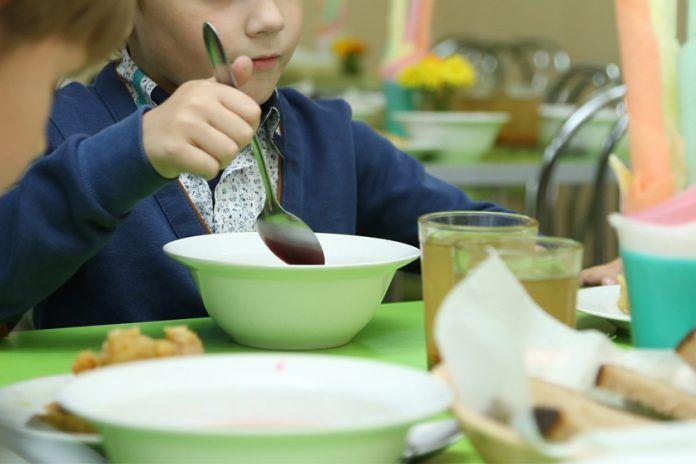 В Челнах наказали директора гимназии, ряду детей в которой не давали положенного печенья