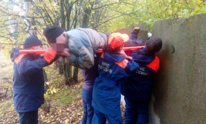 В Пестречинском районе ушедшего за грибами мужчину нашли застрявшим в бетонном заборе