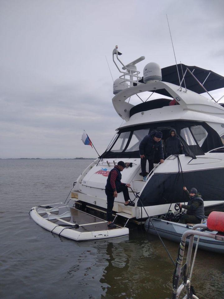 В Татарстане на мель села яхта из Ярославля
