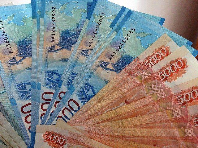 В октябре отдельным категориям бюджетников повысят зарплату