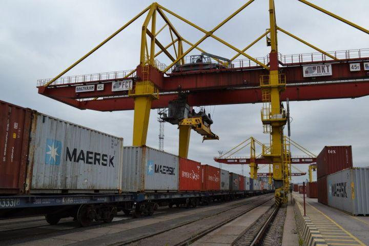 Между Татарстаном и Санкт-Петербургом запустили движение контейнерных поездов
